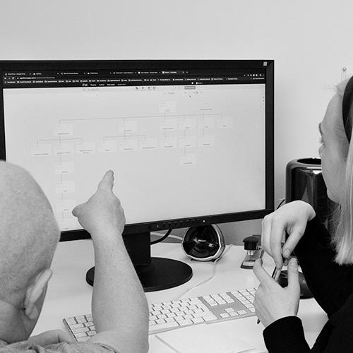 web designin tekemistä tietokoneella